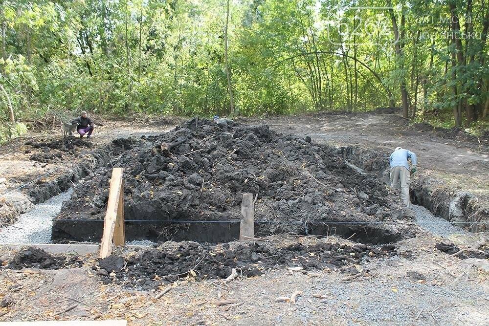 В парке Шелковичном началось строительство стационарного туалета (фото), фото-1