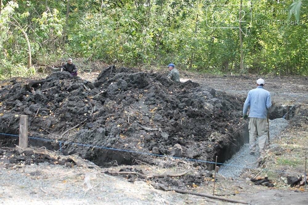 В парке Шелковичном началось строительство стационарного туалета (фото), фото-2