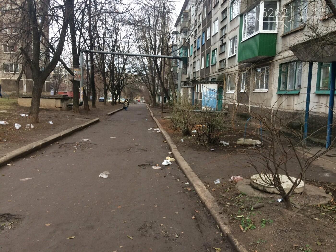 Работа коммунальных служб в одном из дворов Славянска (фото), фото-1