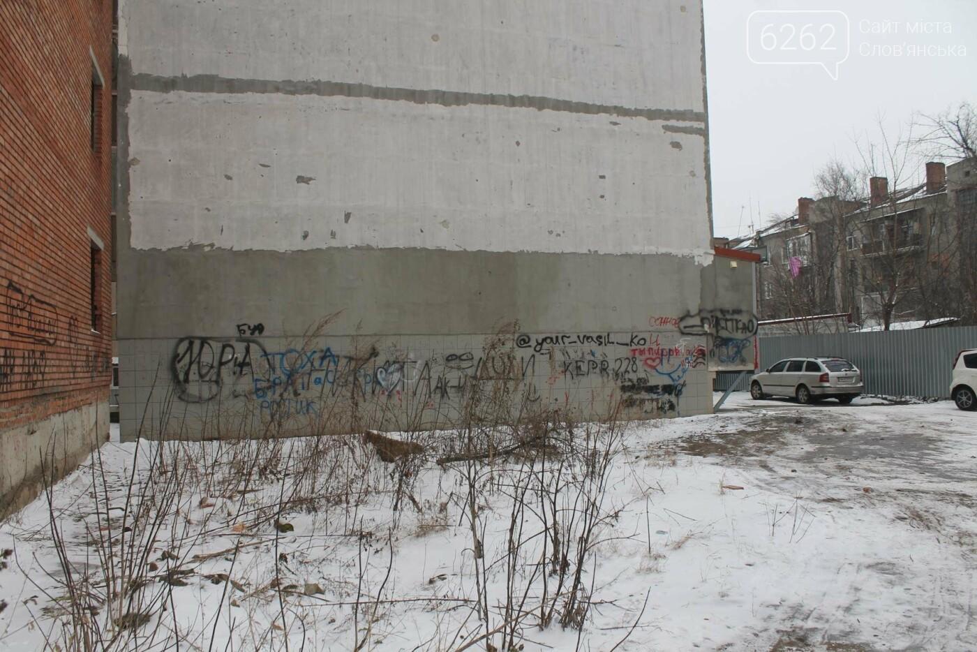 Вход в недострой в центре Славянска планируют заложить кирпичом , фото-5