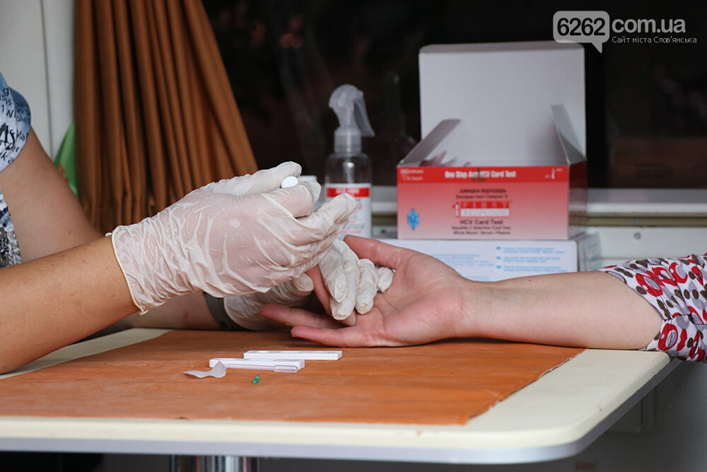 На площади Славянска предлагают пройти бесплатный тест на вирусный гепатит, фото-3