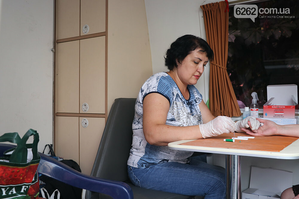На площади Славянска предлагают пройти бесплатный тест на вирусный гепатит, фото-5