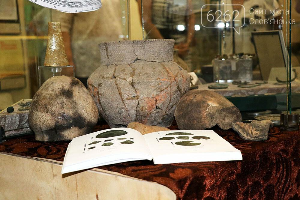 Знаряддя Палеоліту та язичницькі амулети: унікальна виставка у музеї Слов'янська, фото-2