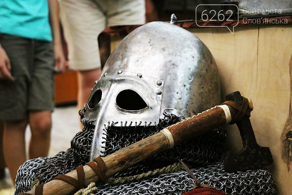 Знаряддя Палеоліту та язичницькі амулети: унікальна виставка у музеї Слов'янська, фото-6