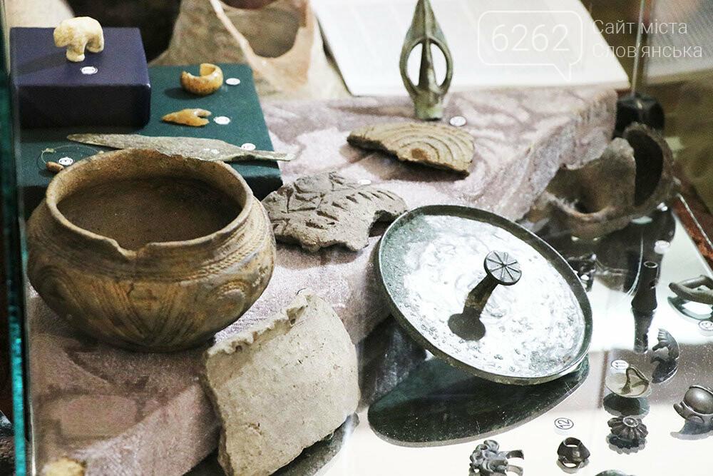 Знаряддя Палеоліту та язичницькі амулети: унікальна виставка у музеї Слов'янська, фото-7
