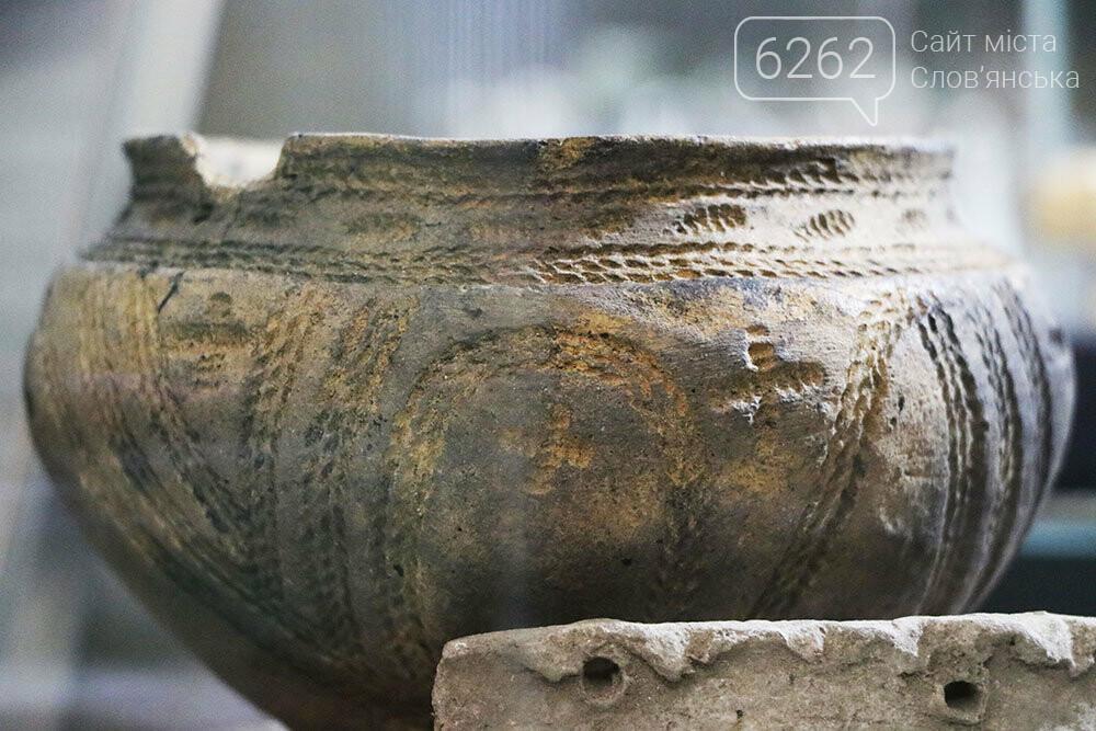 Знаряддя Палеоліту та язичницькі амулети: унікальна виставка у музеї Слов'янська, фото-8