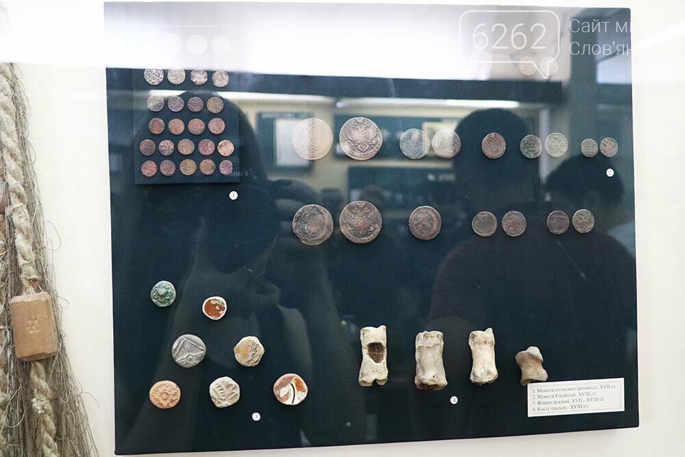 Знаряддя Палеоліту та язичницькі амулети: унікальна виставка у музеї Слов'янська, фото-16