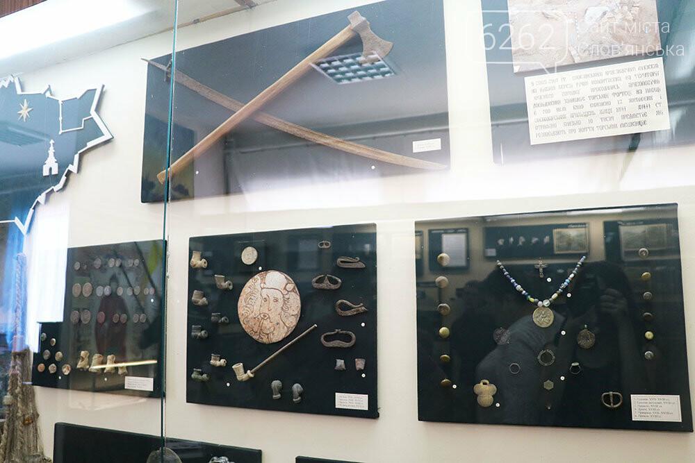 Знаряддя Палеоліту та язичницькі амулети: унікальна виставка у музеї Слов'янська, фото-17