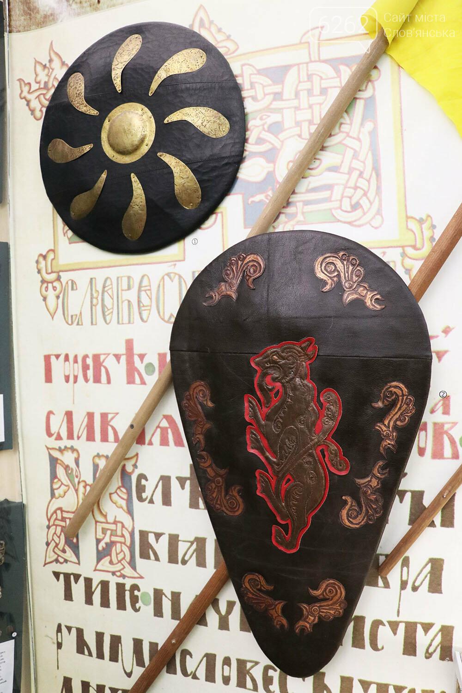 Знаряддя Палеоліту та язичницькі амулети: унікальна виставка у музеї Слов'янська, фото-22