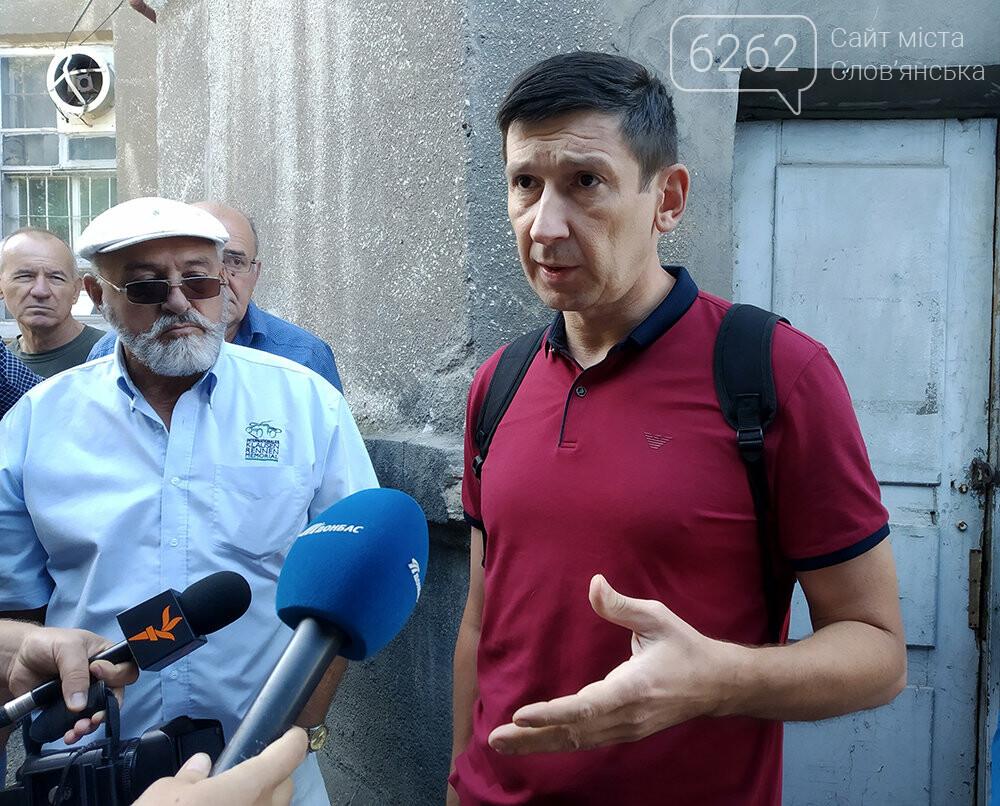 Руководство Славянска пытается попасть в Дом купеческих собраний. Пока безуспешно, фото-3