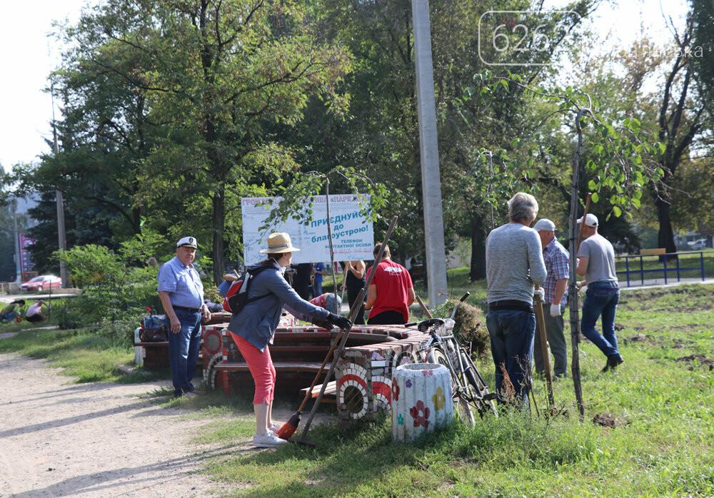 Мешканці Слов'янська прибирали територію скверу Мрія під майбутній інклюзивний майданчик, фото-7