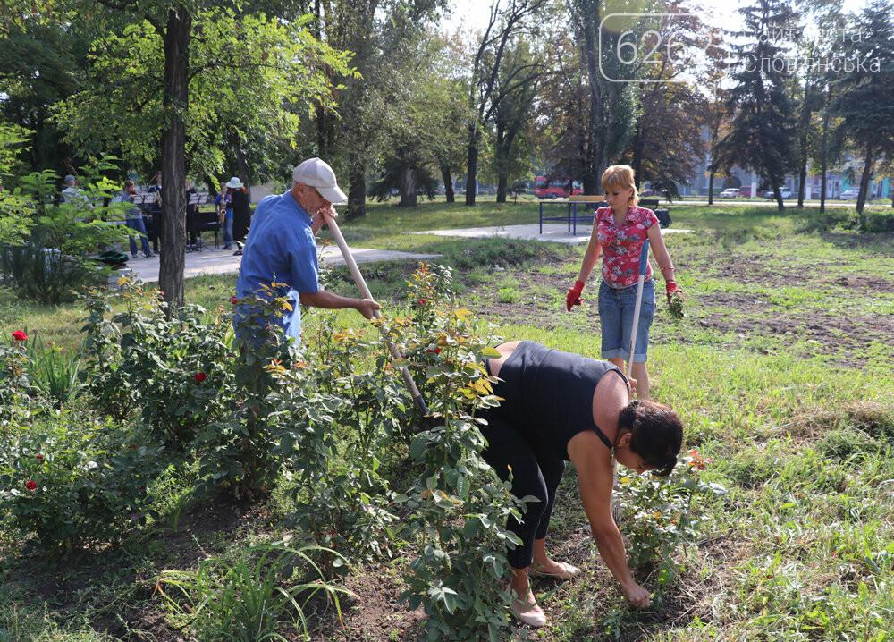 Мешканці Слов'янська прибирали територію скверу Мрія під майбутній інклюзивний майданчик, фото-9