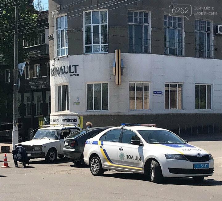 У центрі Слов'янська сталася ДТП без постраждалих. Фотофакт, фото-1