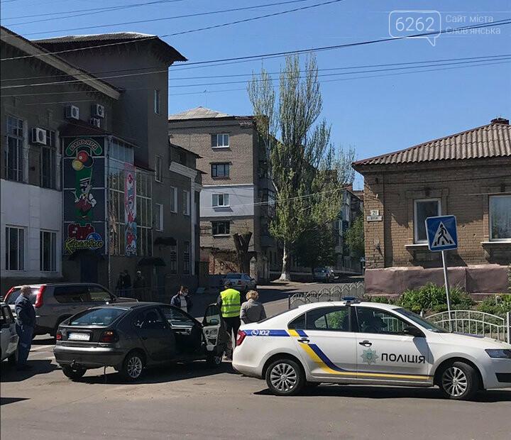 У центрі Слов'янська сталася ДТП без постраждалих. Фотофакт, фото-2