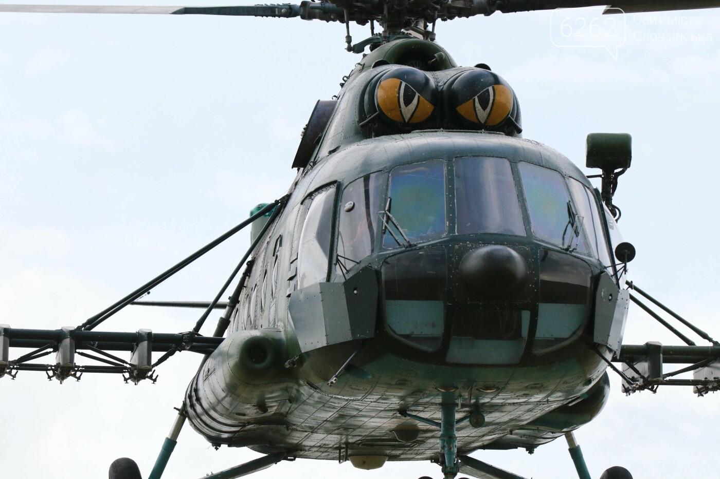Стрибки з парашутами на околицях Дружківки. Як проходить бойова підготовка десантників - ВІДЕО, фото-3