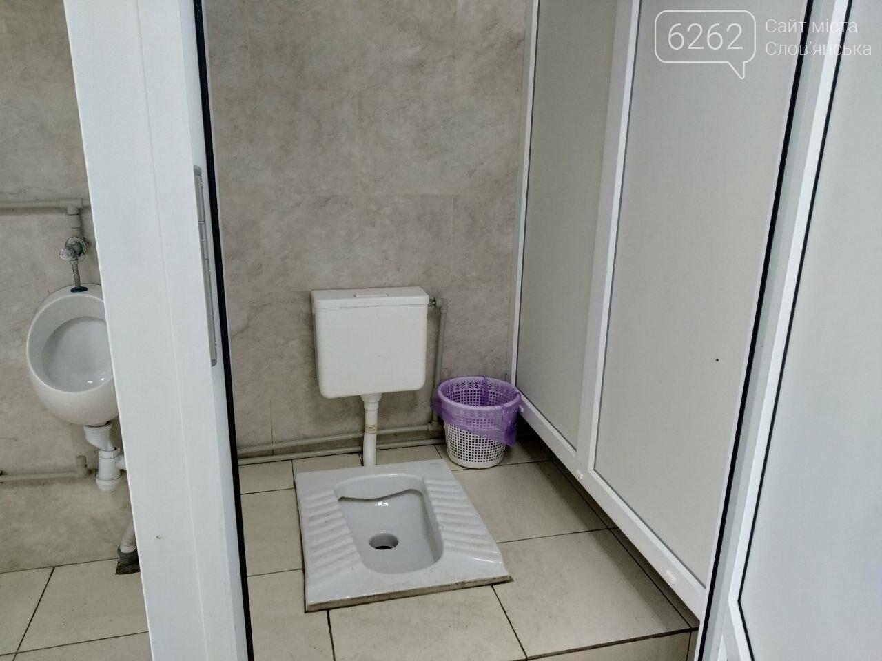 Відсутність замків на дверях та бруд. Що відбувається з туалетом за мільйон у парку Шовковичному, фото-1