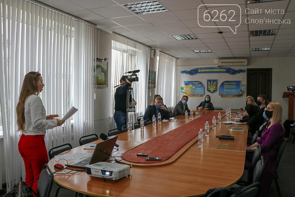 У Слов'янську  посадовці та держслужбовці зобов'язалися дотримуватися кодексу поведінки на час виборів, фото-1