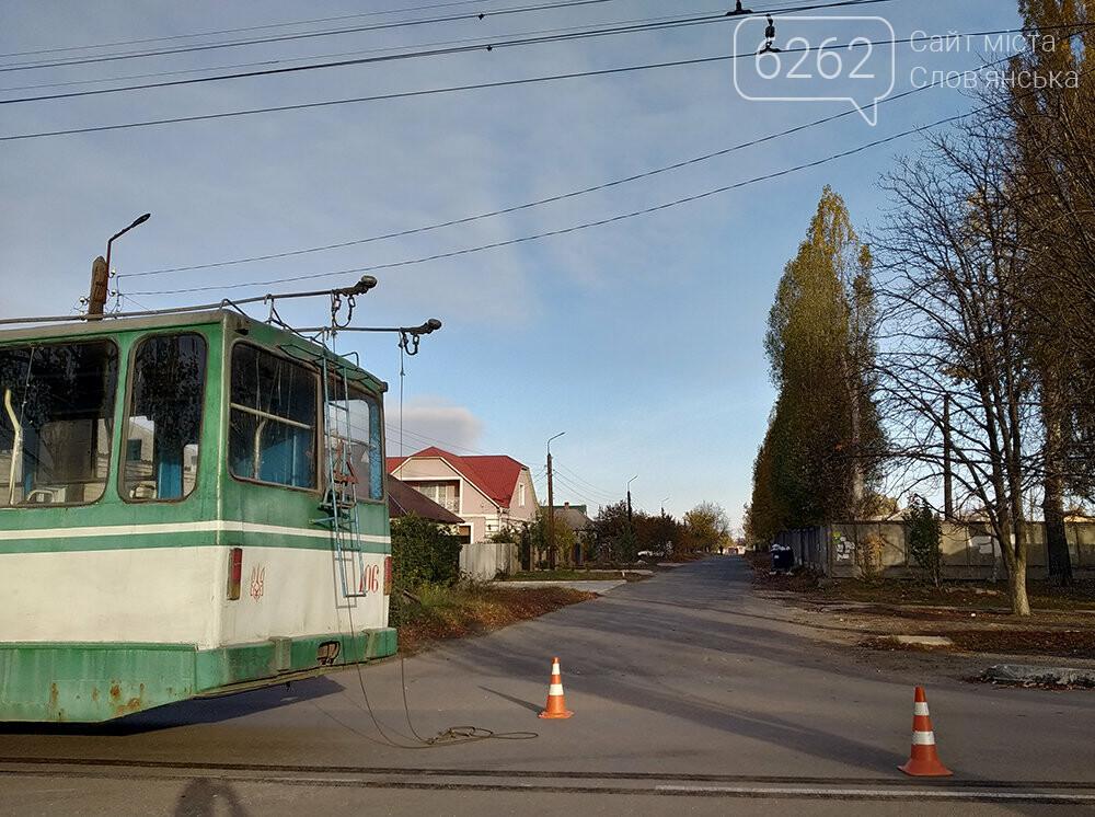 У Слов`янську легкова автівка зіткнулася з тролейбусом, фото-3