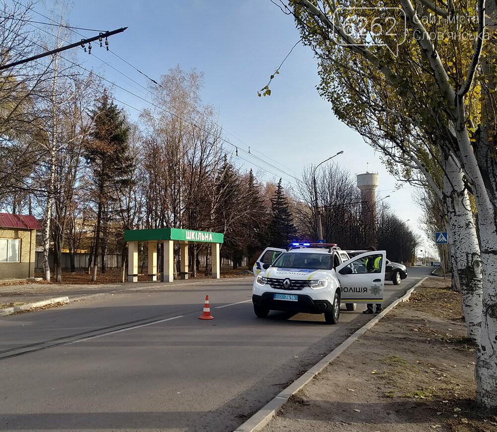 У Слов`янську легкова автівка зіткнулася з тролейбусом, фото-4