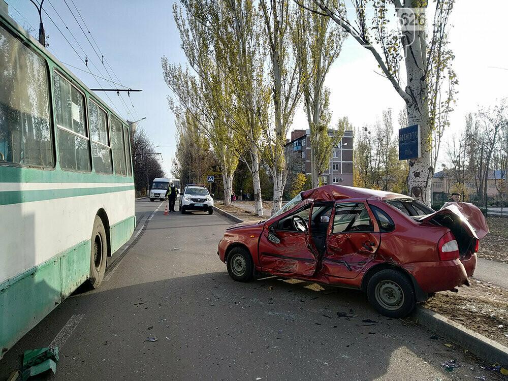Поліція займеться справою ДТП за участі тролейбуса та легковика, фото-1