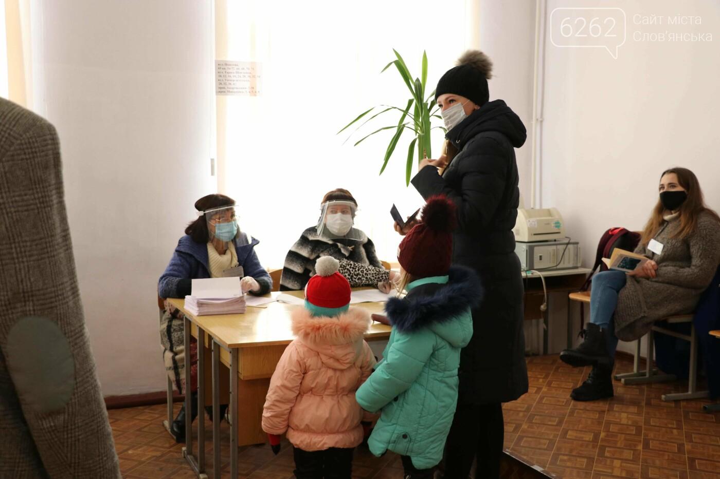 Перші порушення, швидка допомога і голосування. Як проходить другий тур виборів у Слов'янську, фото-8