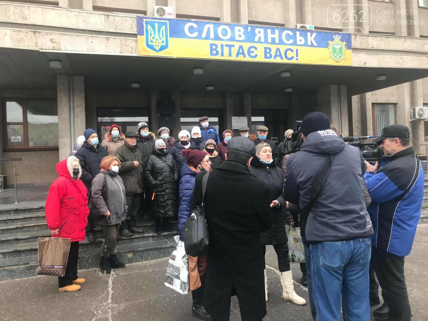 Мешканці Словкурорту мітингують біля міськради через проблеми зі світлом  (фото), фото-3