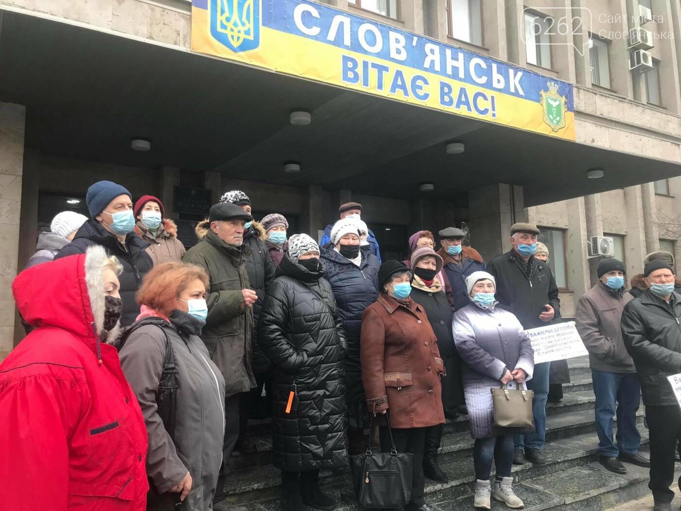 Мешканці Словкурорту мітингують біля міськради через проблеми зі світлом  (фото), фото-4