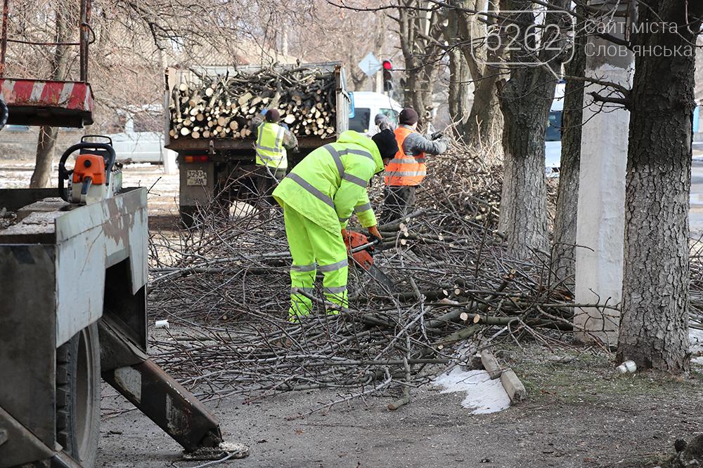 Весна близько. У Слов'янську взялись за обрізку дерев (фотофакт) , фото-2