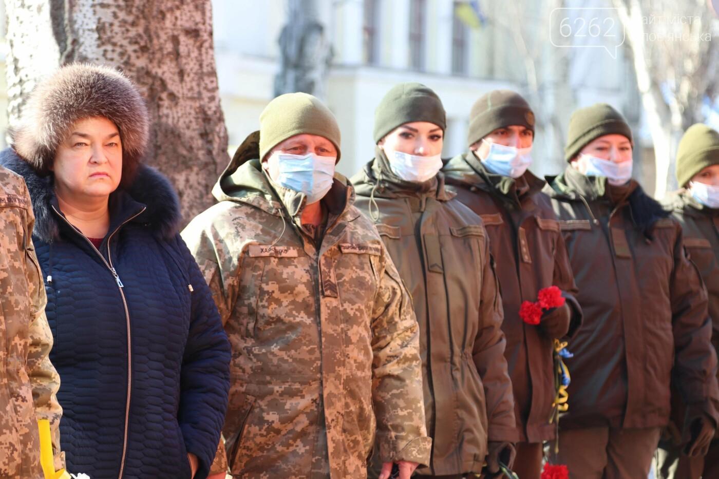 Згадали вбитих і подякували живим. У Слов'янську вшанували героїв Небесної Сотні, фото-8