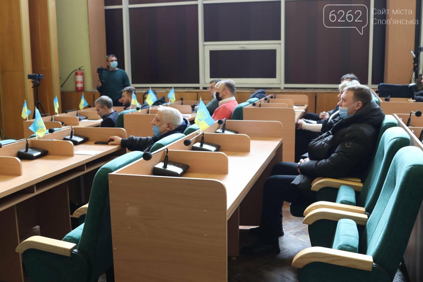 Депутати трьох фракцій проігнорували сесію міськради у Слов'янську, фото-7