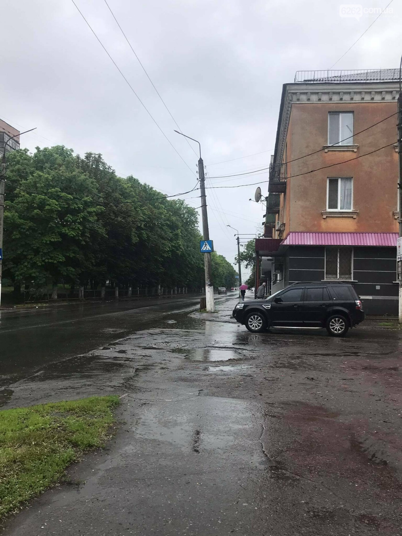 Випливайте на човнах. Дощ у Слов'янську перетворив дороги і тротуари на ріки (фото) , фото-5