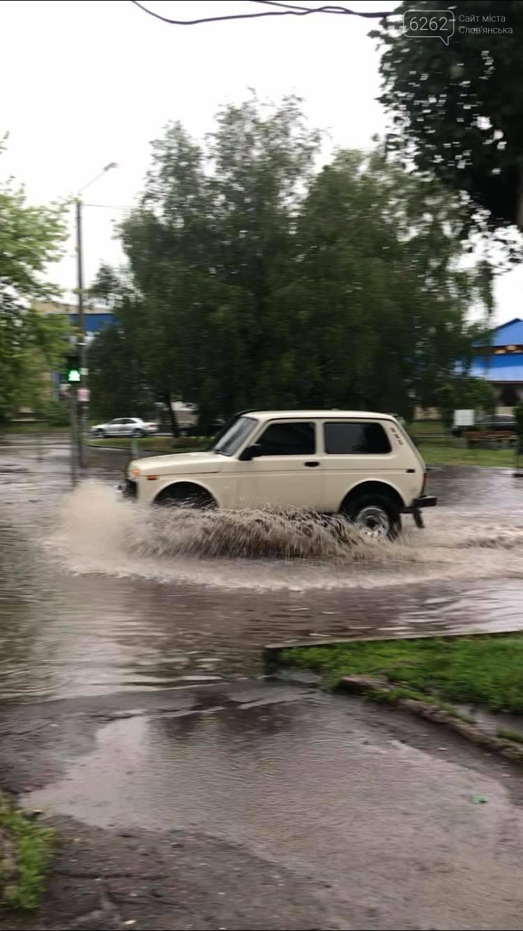 Випливайте на човнах. Дощ у Слов'янську перетворив дороги і тротуари на ріки (фото) , фото-6