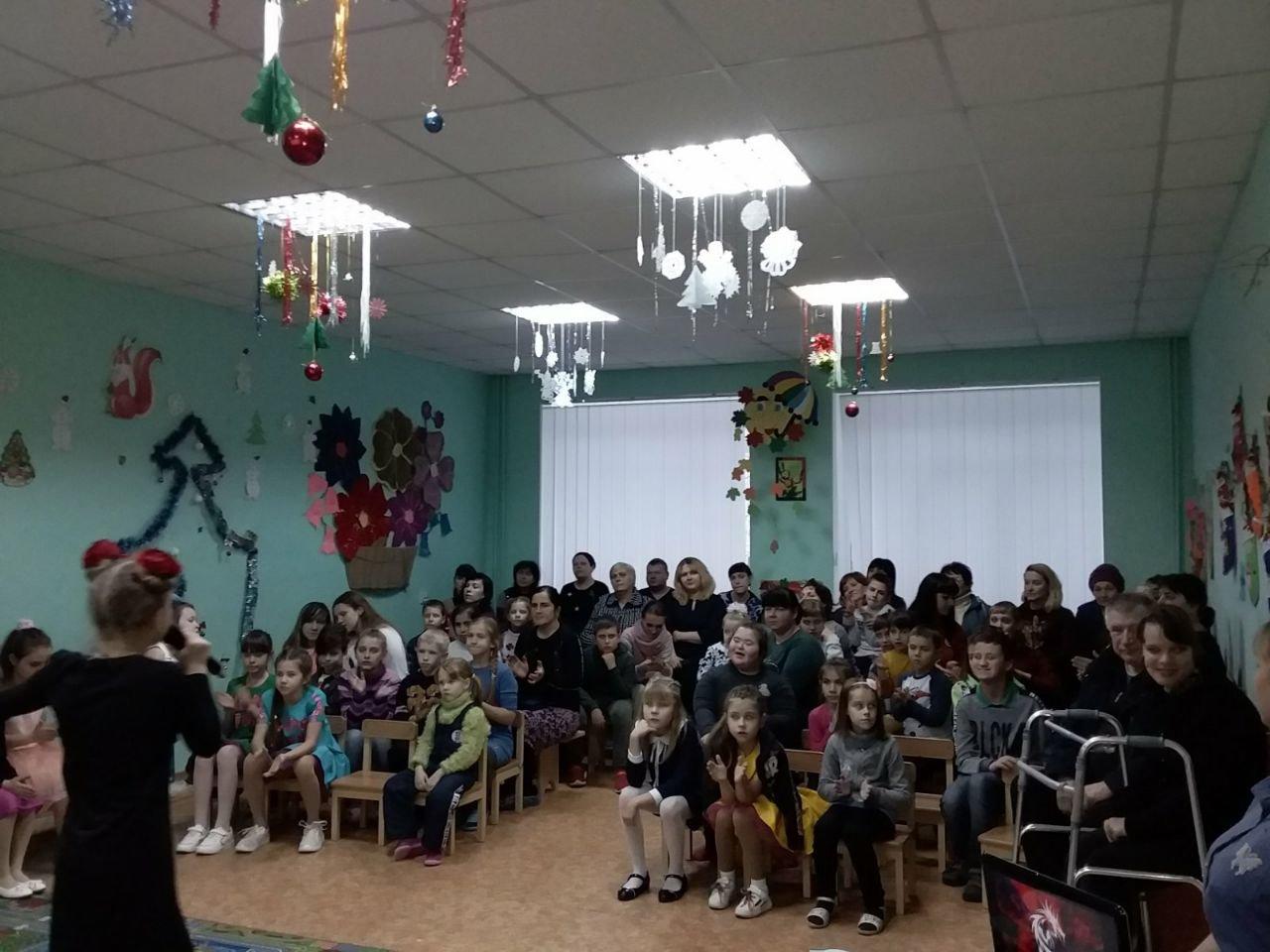 Даруйте тепло своїх сердець. У Слов'янську дітям з інвалідністю влаштували концерт, фото-5