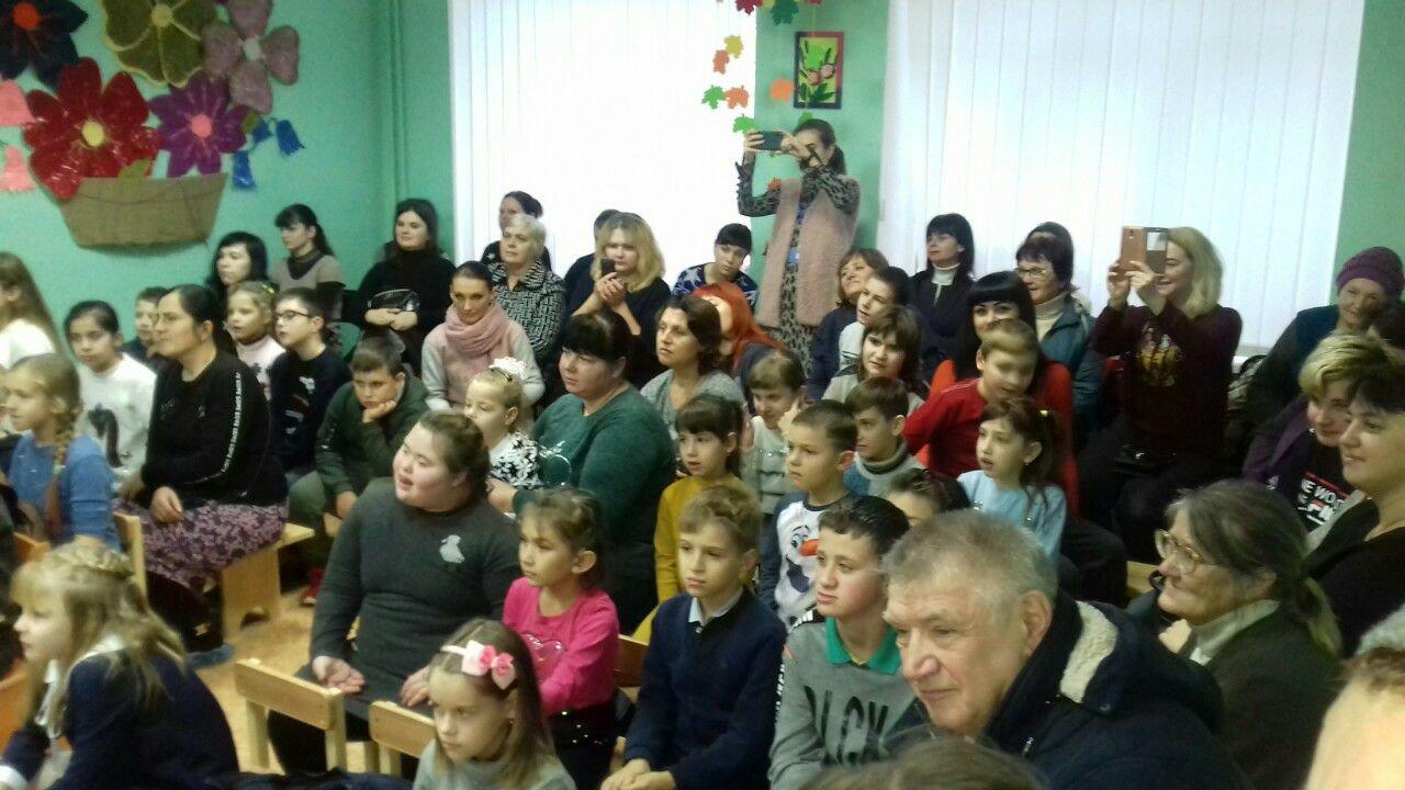 Даруйте тепло своїх сердець. У Слов'янську дітям з інвалідністю влаштували концерт, фото-2