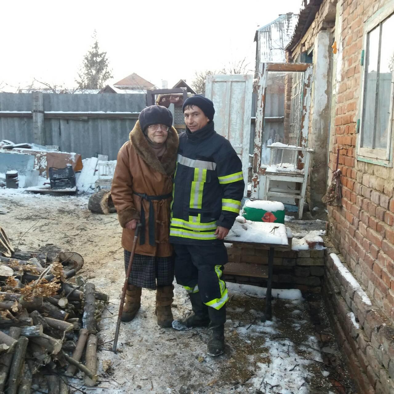 Спасатели в Славянске помогли одиноким пожилым людям , фото-1