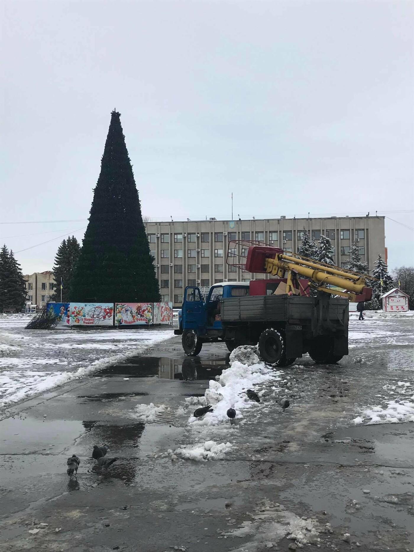 Новорічну ялинку у Слов'янську прибирають, фото-4