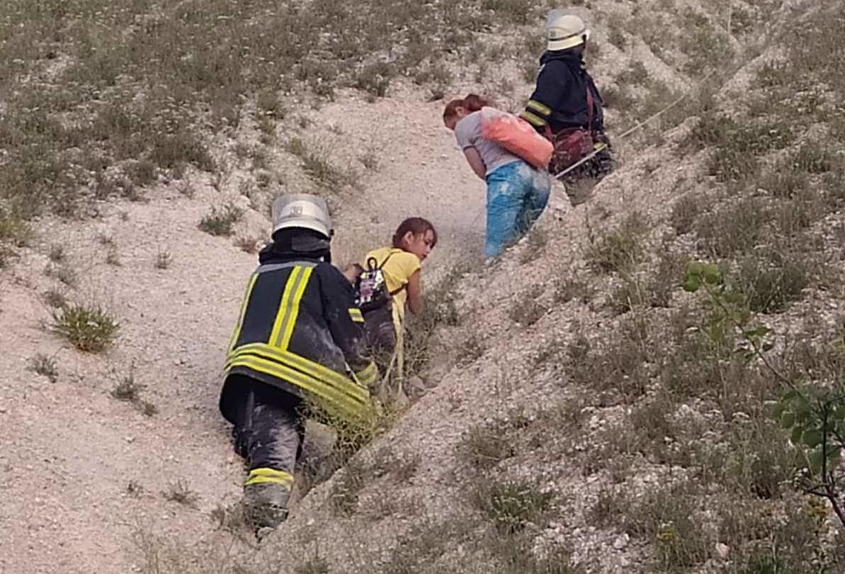 Рятувальники зняли з Карачуна. У Слов'янському районі мама з донькою не змогли спустись с гори , фото-1