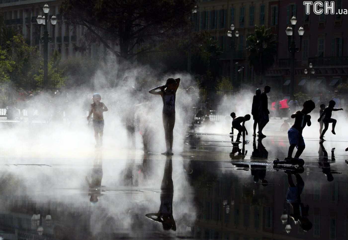 Безкоштовна вода, фонтани та взуття для собак. Як в інших країнах вирішують проблеми зі спекою, фото-2