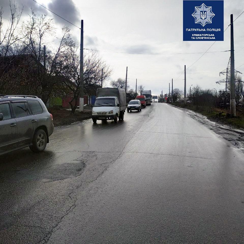 У Слов'янську сталася ДТП за участю вантажівки. Рух тимчасово ускладнений, фото-2