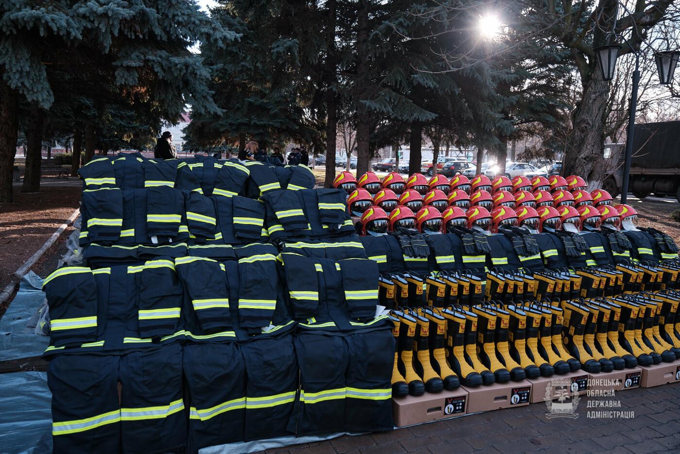 Слов'янські рятувальники отримали нову пожежну автоцистерну, фото-1