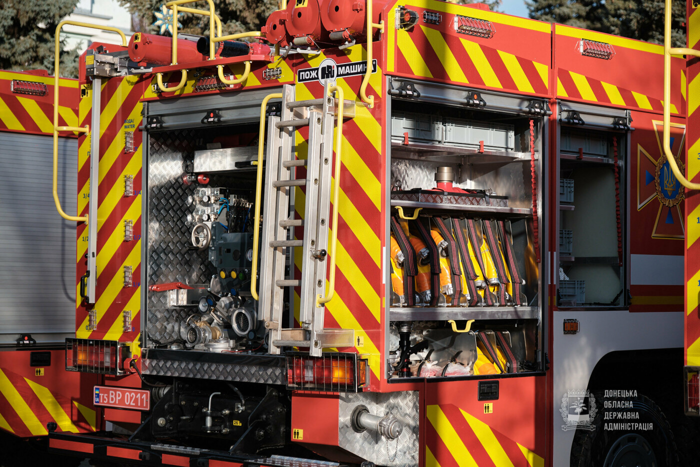 Слов'янські рятувальники отримали нову пожежну автоцистерну, фото-4
