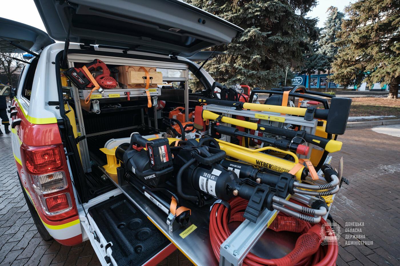 Слов'янські рятувальники отримали нову пожежну автоцистерну, фото-13