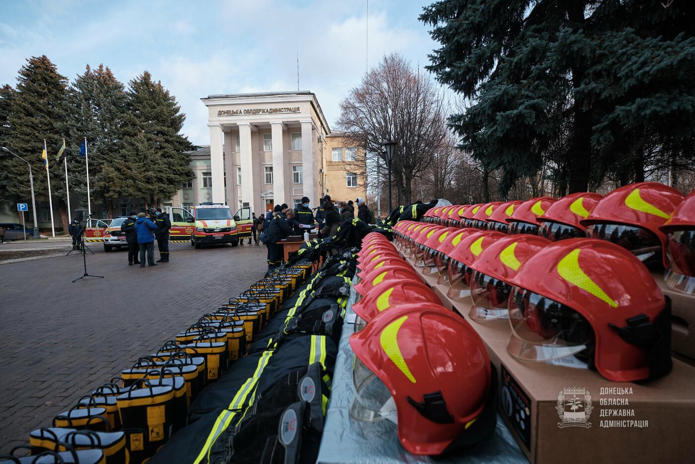 Слов'янські рятувальники отримали нову пожежну автоцистерну, фото-15