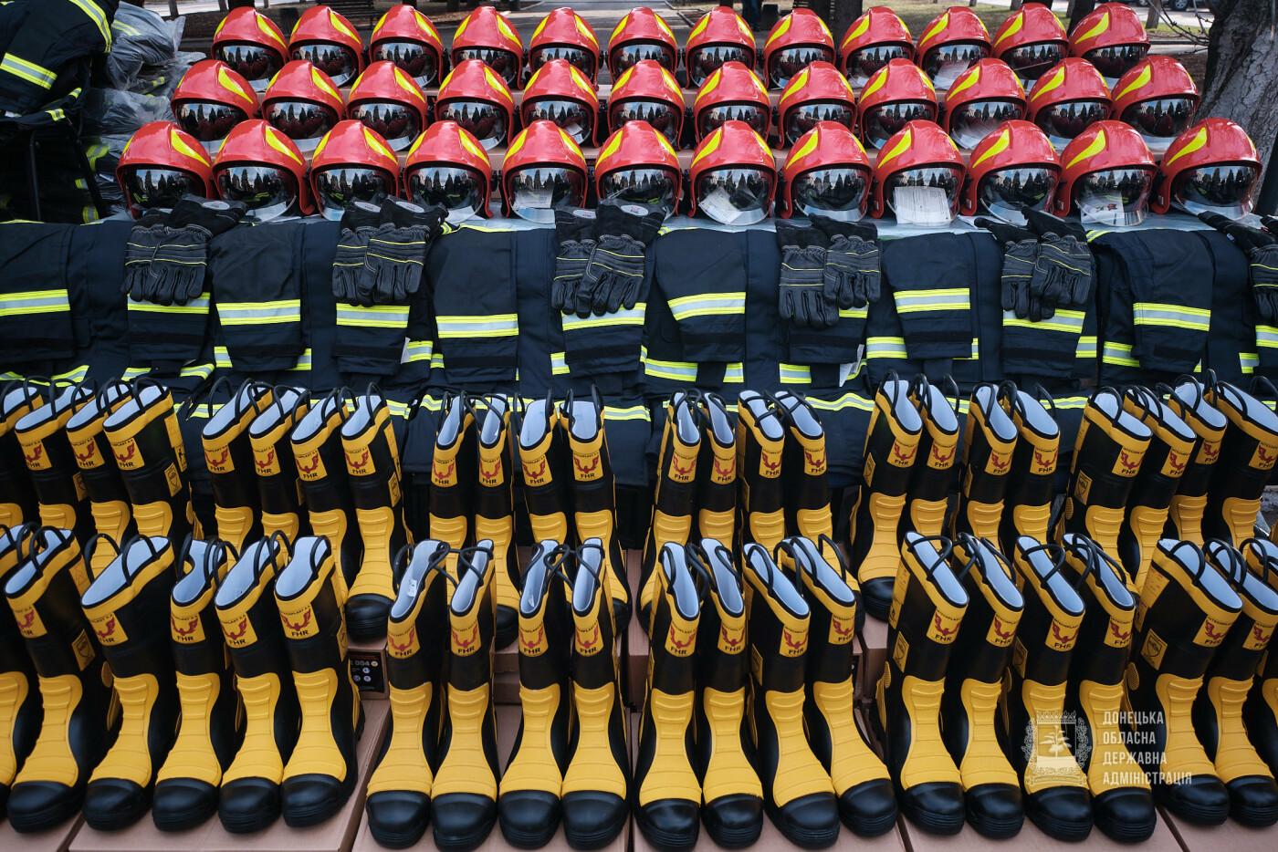 Слов'янські рятувальники отримали нову пожежну автоцистерну, фото-16