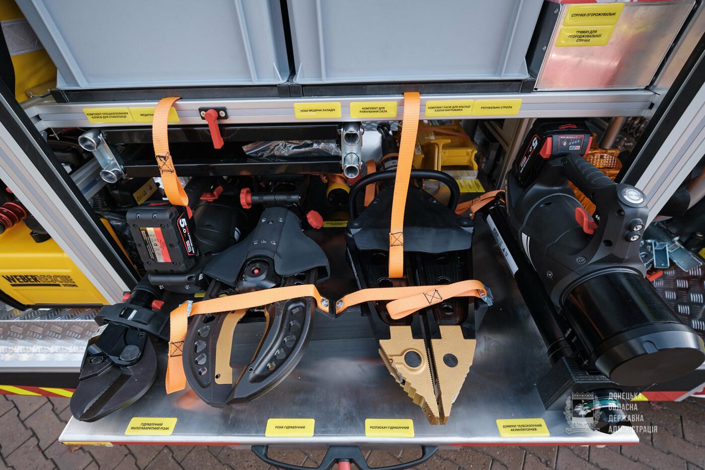 Слов'янські рятувальники отримали нову пожежну автоцистерну, фото-18
