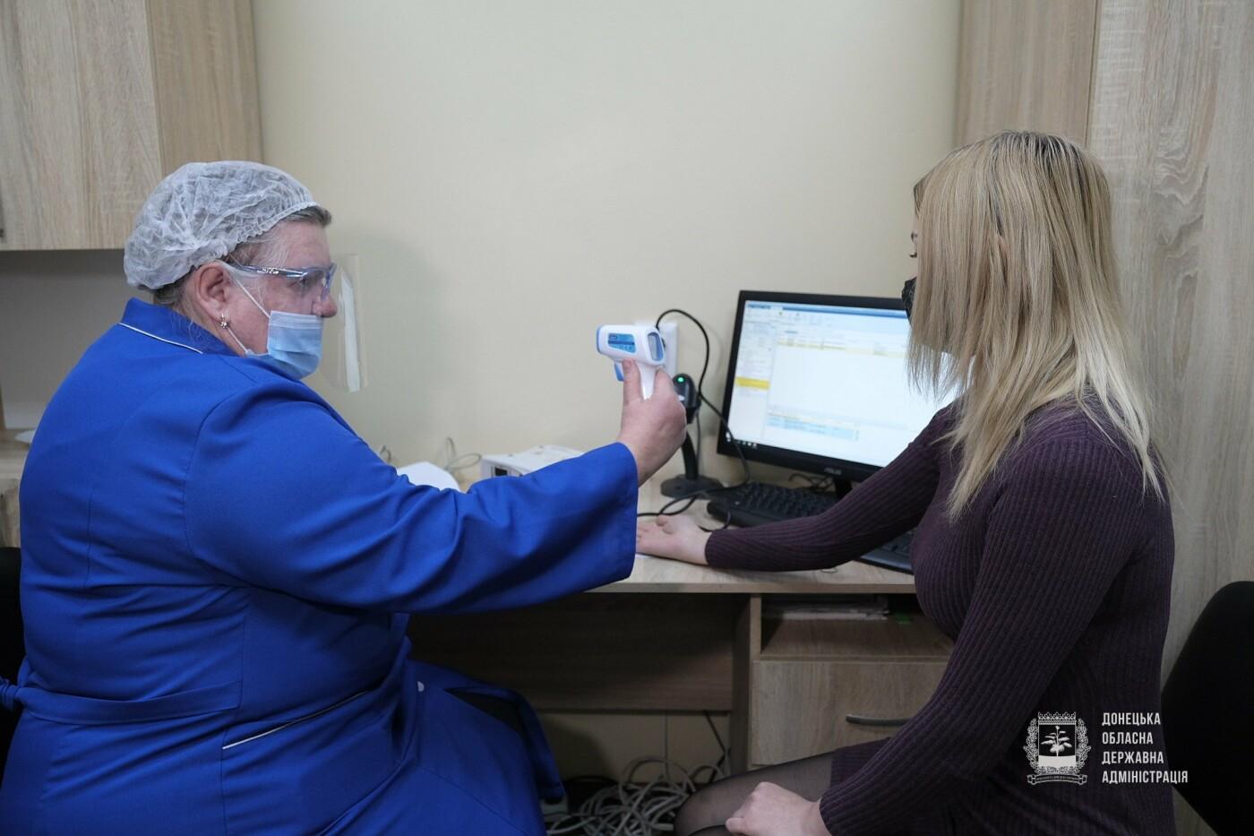 У Донецькій області першу дозу вакцини проти COVID-19 отримала медсестра, фото-9