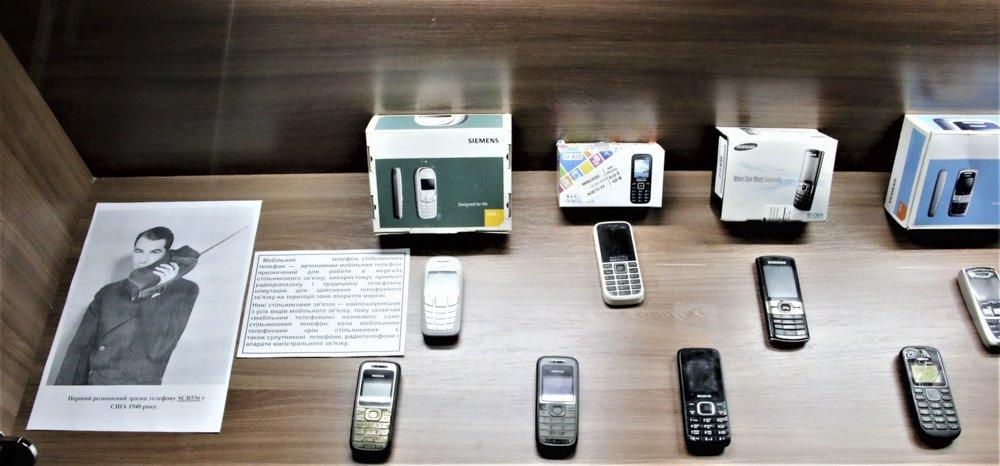 У Слов'янському музеї працює виставка старих та раритетних телефонів, фото-5