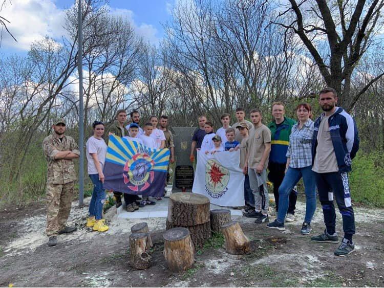 Молодь прибрала пам'ятники, де загинули солдати у часи Другої світової війни , фото-3