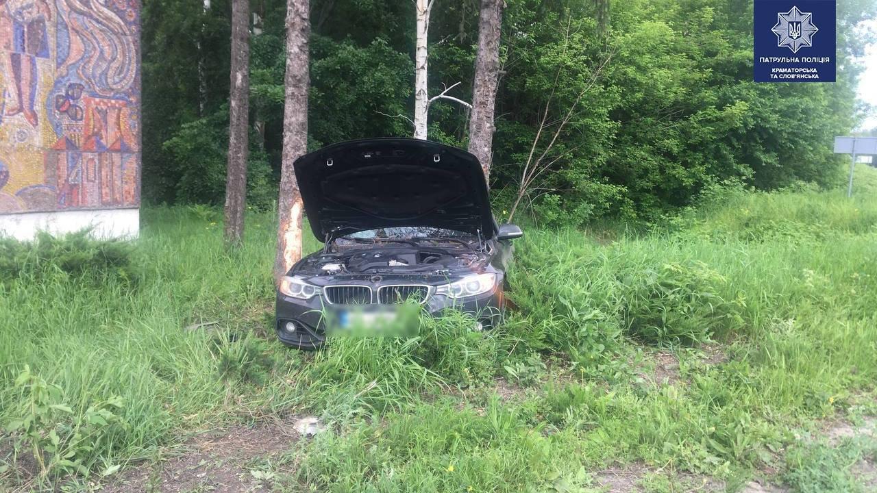 BMW у кюветі, а Geely відірвало передню частину. ДТП під Слов'янськом, фото-5