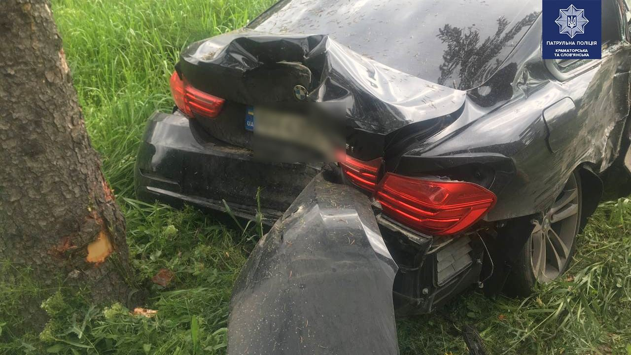 BMW у кюветі, а Geely відірвало передню частину. ДТП під Слов'янськом, фото-3